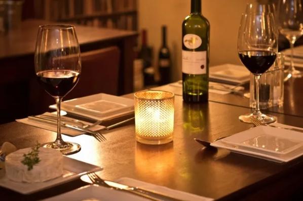 Se preparan restaurantes para primer San Valentín post-Covid.