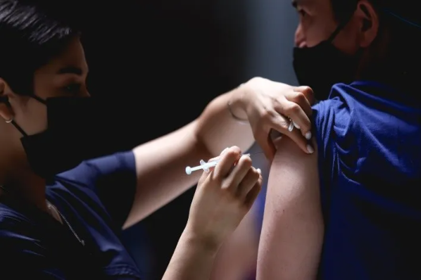 Adelanta Mexicali vacuna en rango 40-49 años.