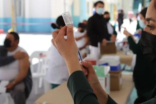 Inicia en Tijuana jornada de vacunación antiCovid-19 para los de 40 a 49 años.
